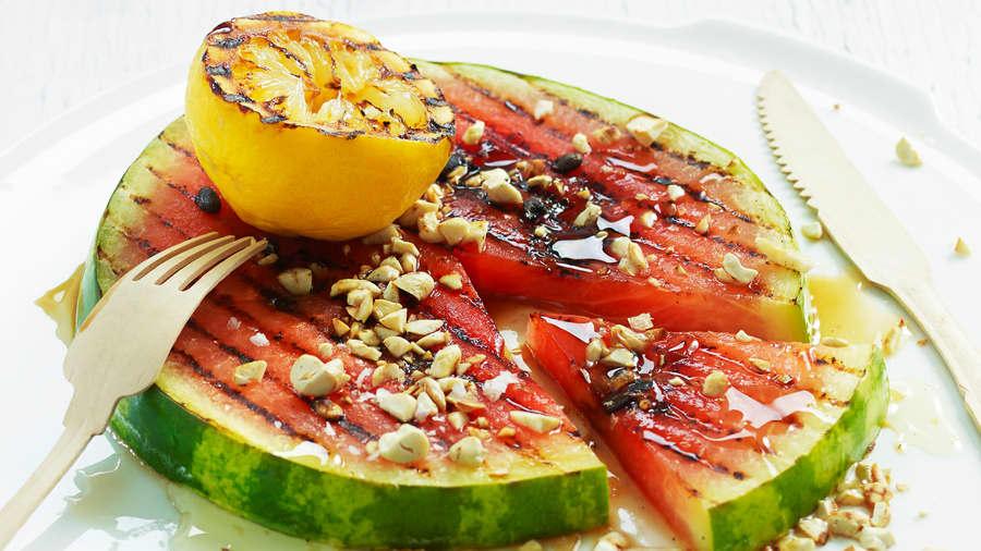 Grillet vannmelon med sitron og cashewnøtter
