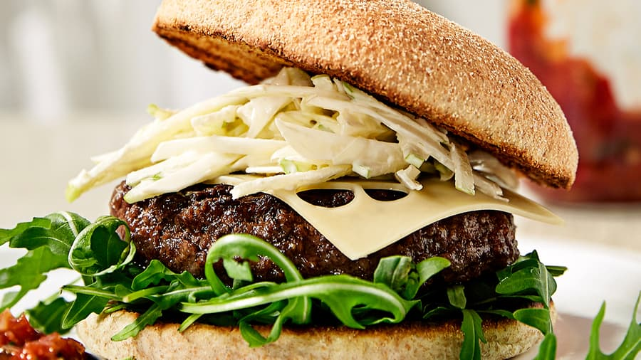 Grillede hamburgere med spesiell BBQ-saus