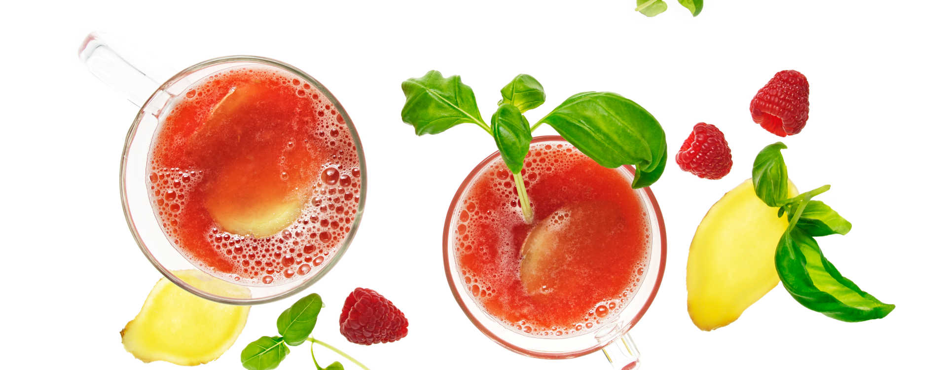 Varm bringebærdrikke med ingefær, lime og basilikum