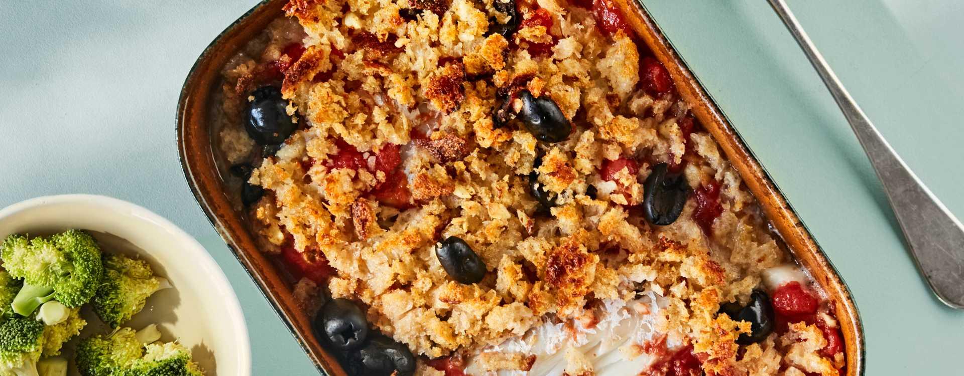 Ovnsbakt torsk med oliven, brødsmuler og tomat