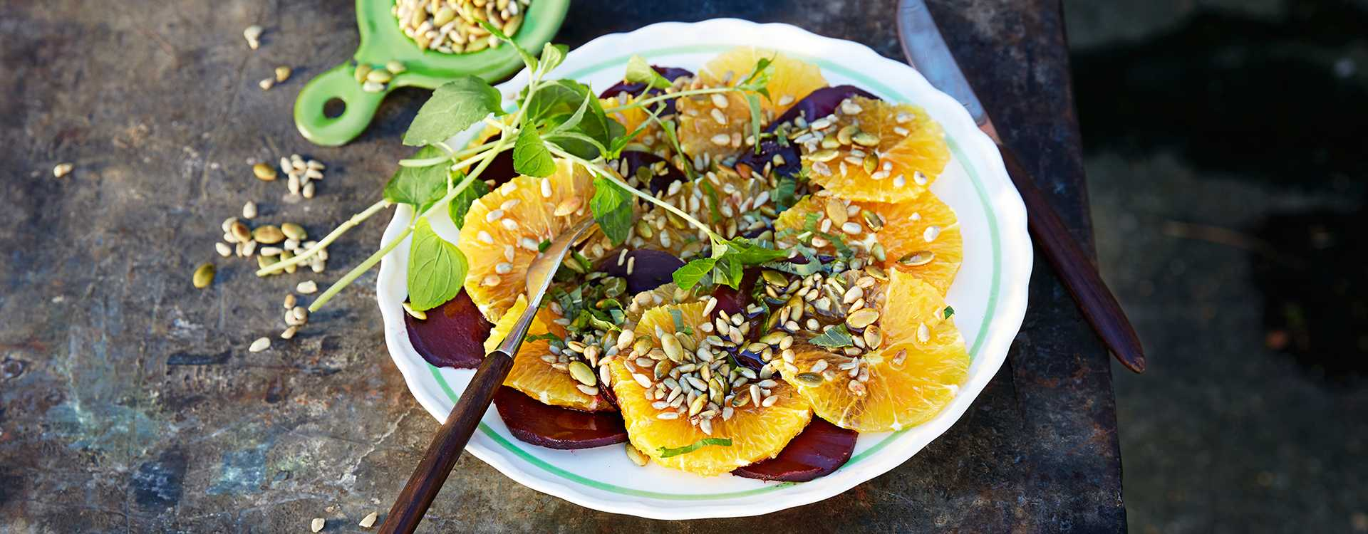 Rødbete- og appelsinsalat med ristede frø