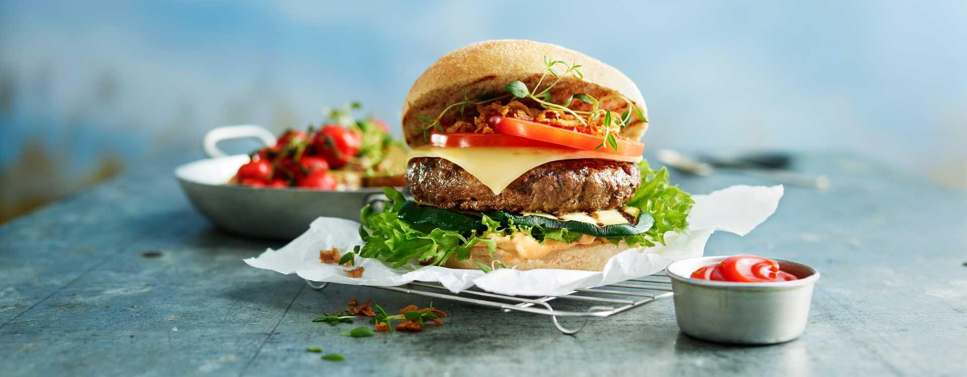 Baconburger med hjemmelaget ketchup