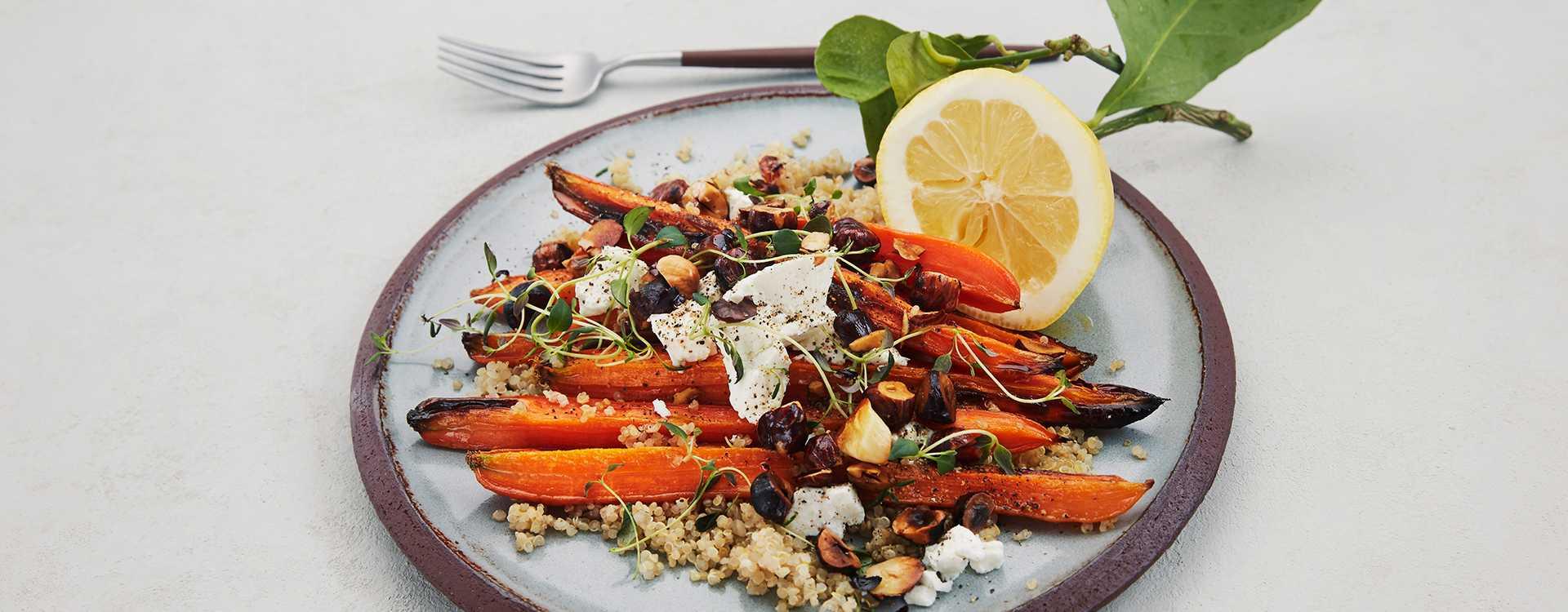 Brente gulrøtter med hasselnøtter, quinoa og chevre