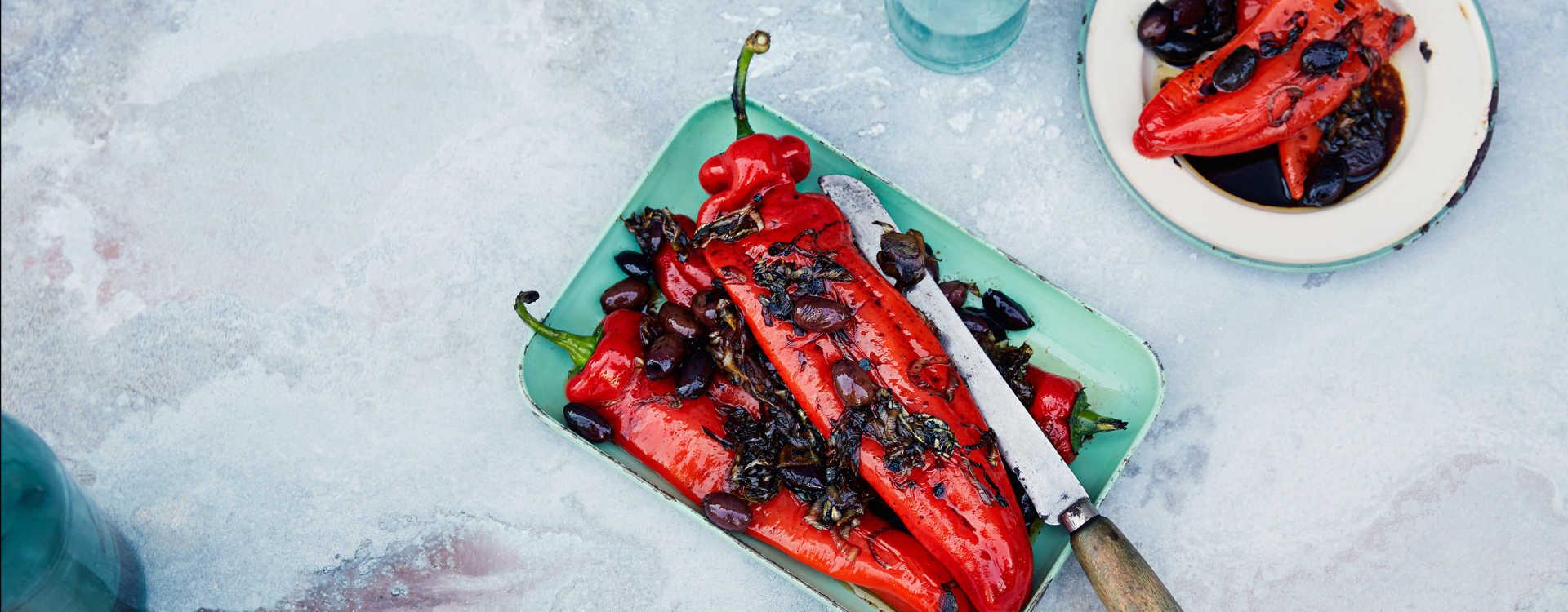 Ristet søtsur paprika med oliven og purreløk
