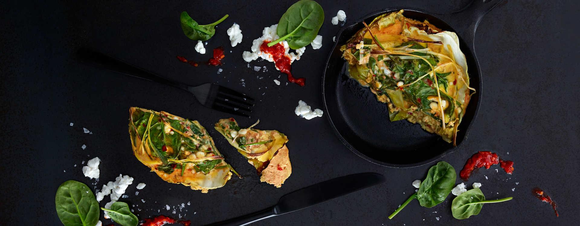 Omelett med cottage cheese, hodekål, purre og spinat