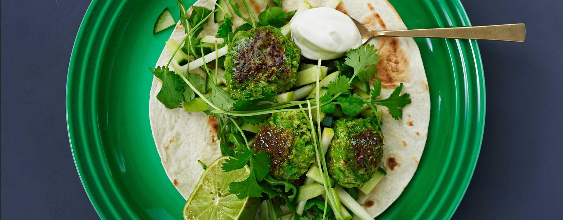 Brokkoli- og erteboller med ingefær i wrap