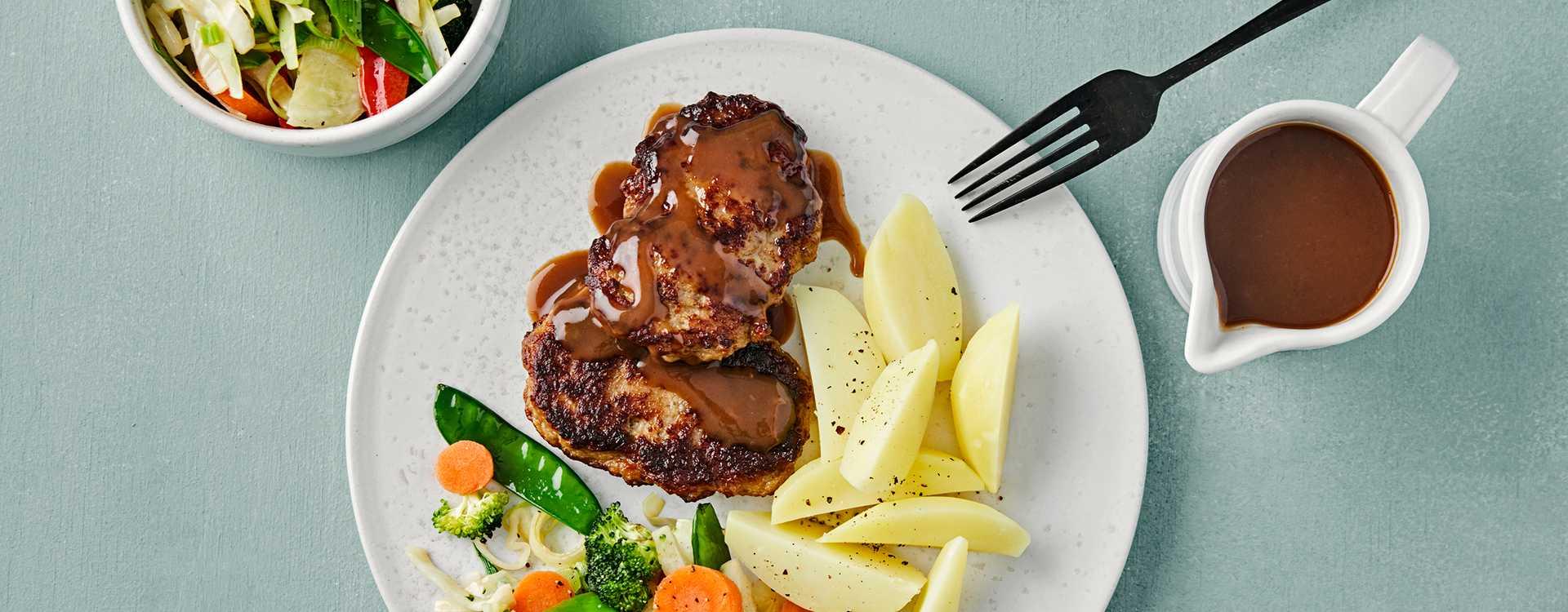 Karbonader med wokblanding, brun saus og poteter