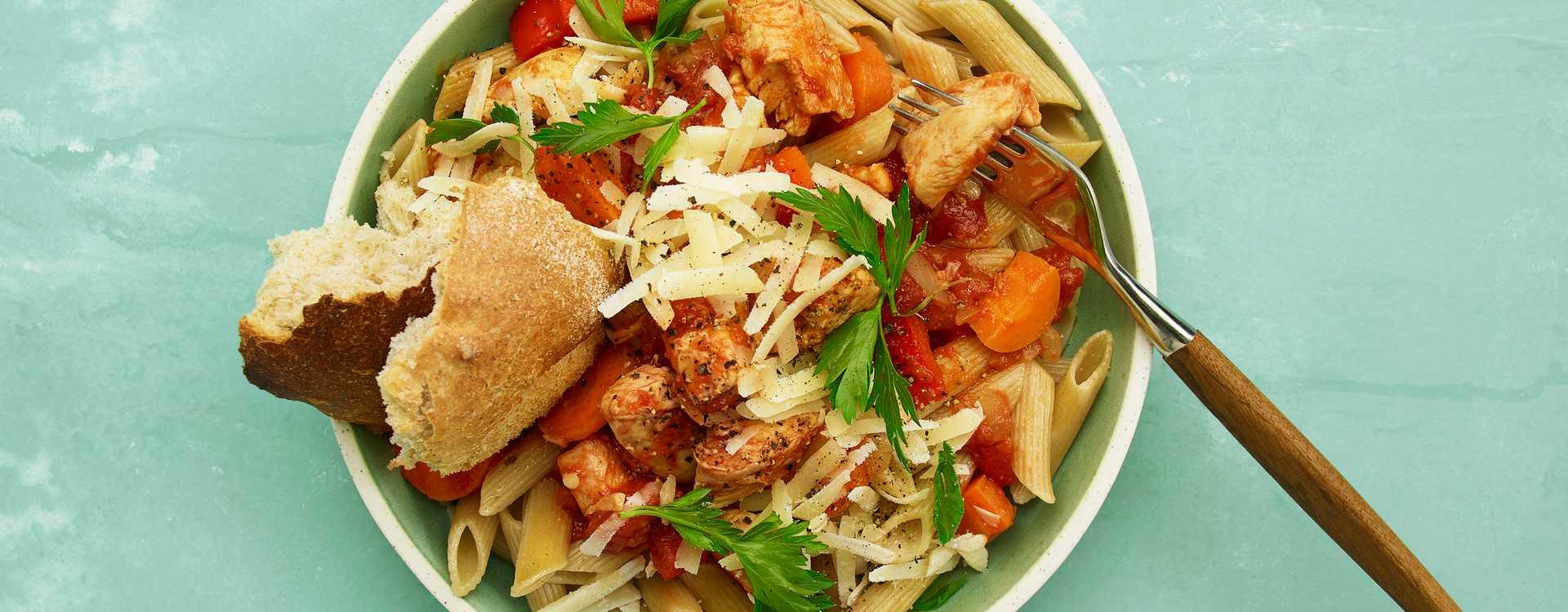 Spicy pasta med kylling og Sriracha
