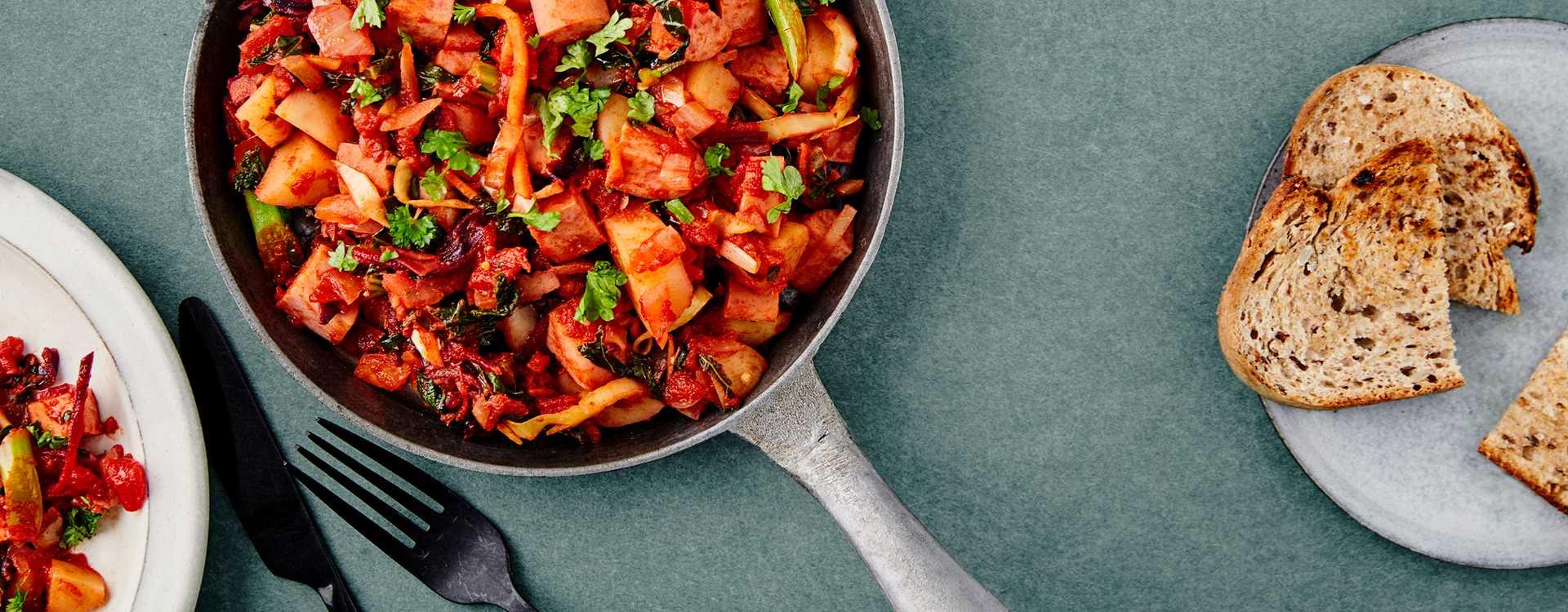 Pølsepanne med potet, grønnkål mix og tomat