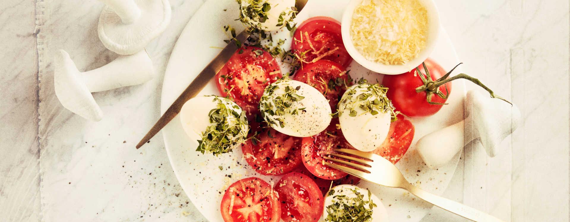 Egg i timian med tomat og sitronsalt