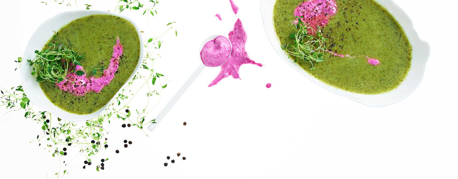 Grønn suppe med rødbetkrem og timian