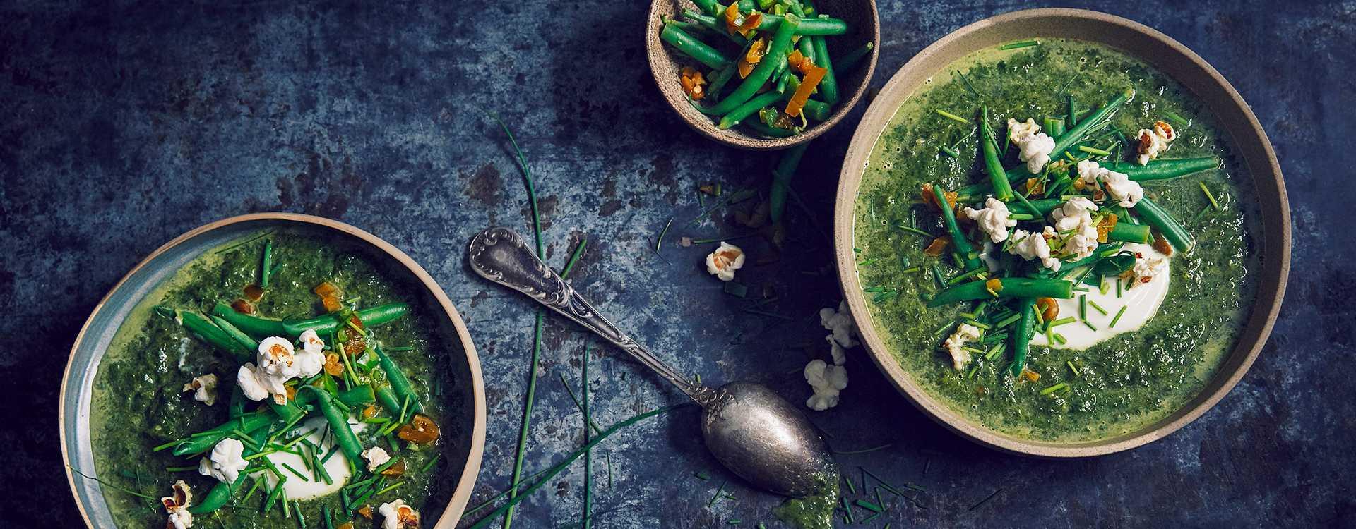 Spinatsuppe med brekkbønner og hot popcorntopping