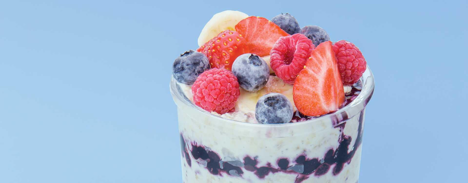 Kjøleskapsgrøt med Q Frokostyoghurt