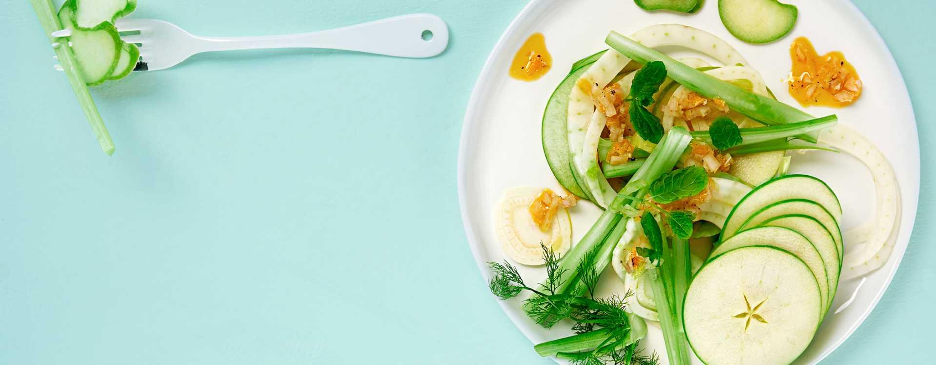 Salat av fennikel, eple og selleri med kokt sitronvinaigrette
