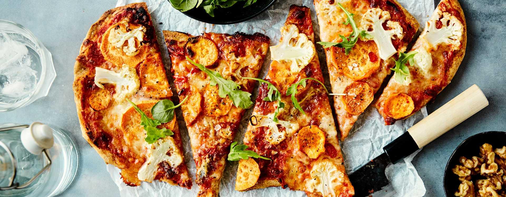 Pizza med søtpotet, chili og blåmuggost
