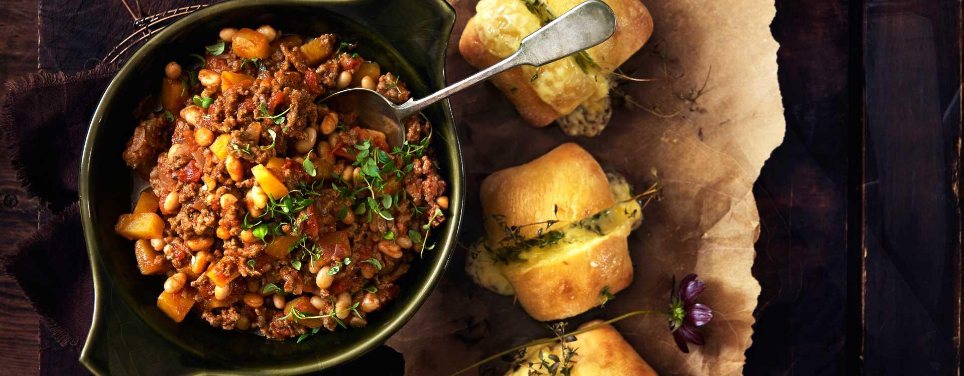 Chili con carne med rotgrønnsaker og hvitløksbrød