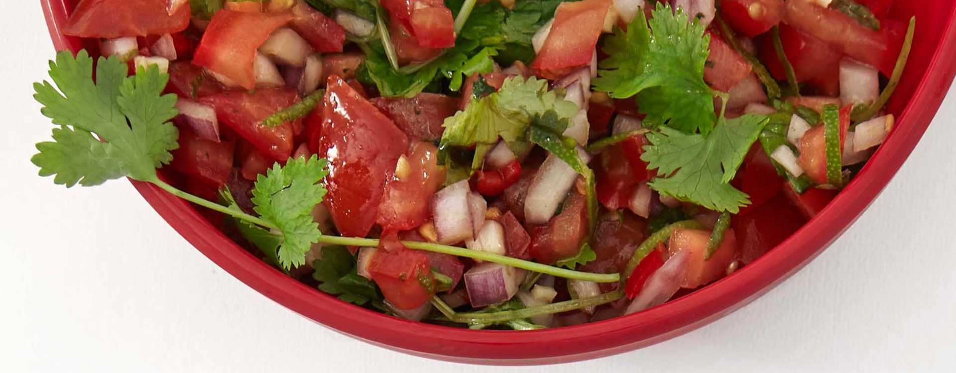 Tomat og rødløkssalsa