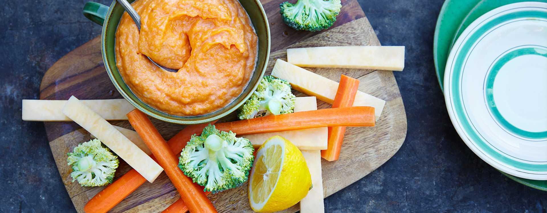 Søtpotetdipp med rå grønnsaker