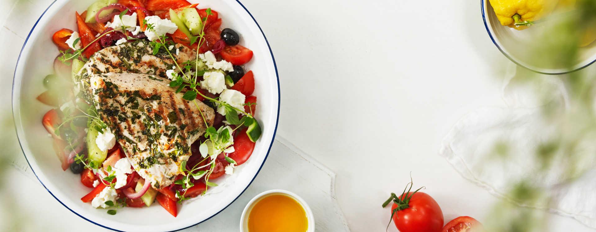 """Urtegrillet kalkunfilet med """"gresk salat"""""""