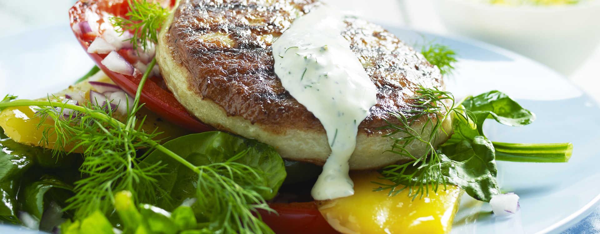 Fiskeburger med ovnsstekt paprika og dill- og sitronmajones