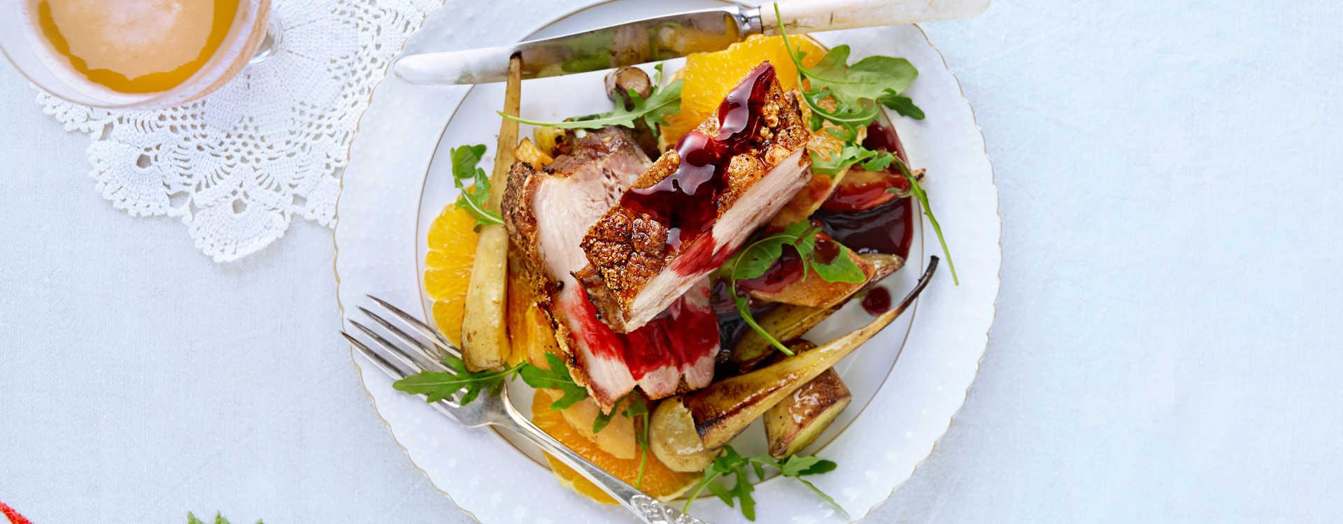 Tynnribbe med ovnsbakte rotgrønnsaker og solbærsaus