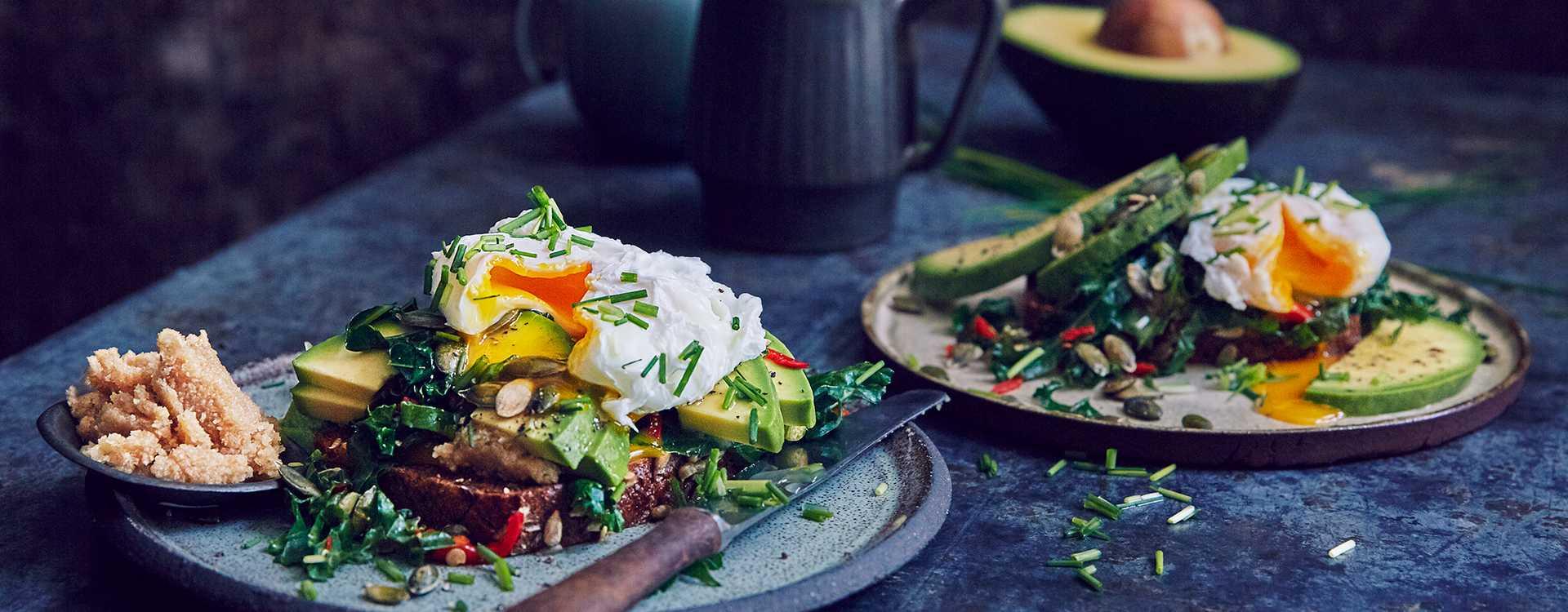 Bruschetta med avokado, grønnkål og egg