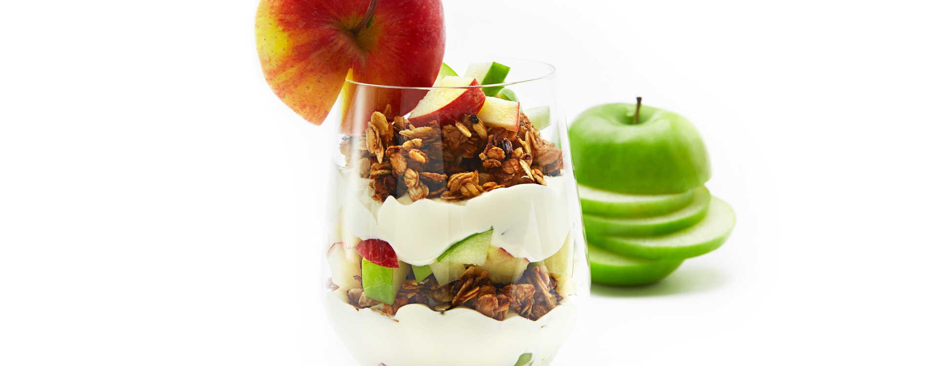 Tilslørte bondepiker med epler, havregryn og honning