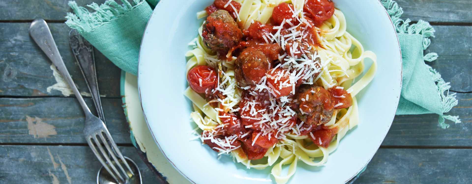 Italienske kjøttboller i tomatsaus med tagliatelle