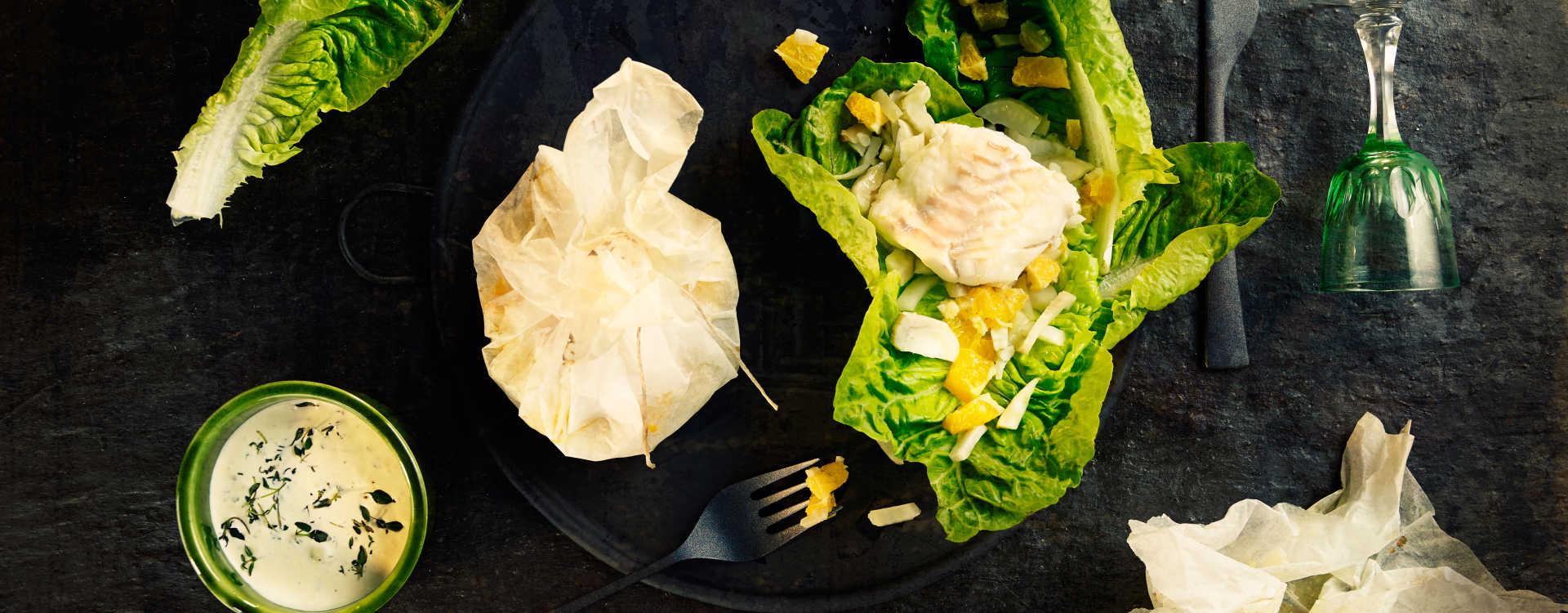 Torskepakke med fennikel, appelsin og grønn salat