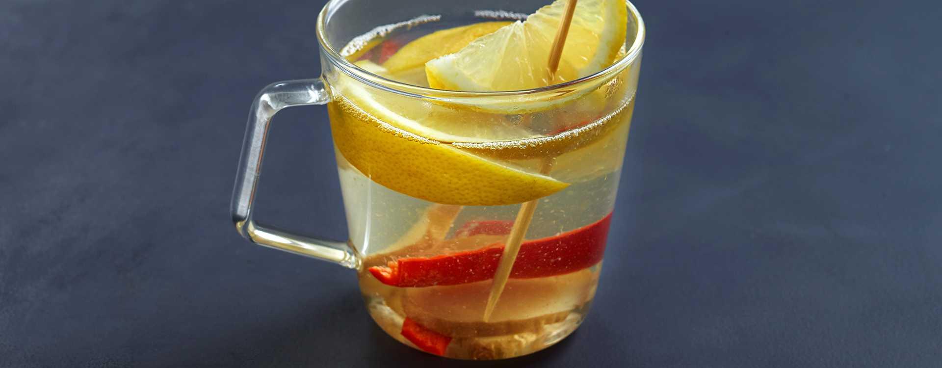Varm sitrondrikk med ingefær og chili