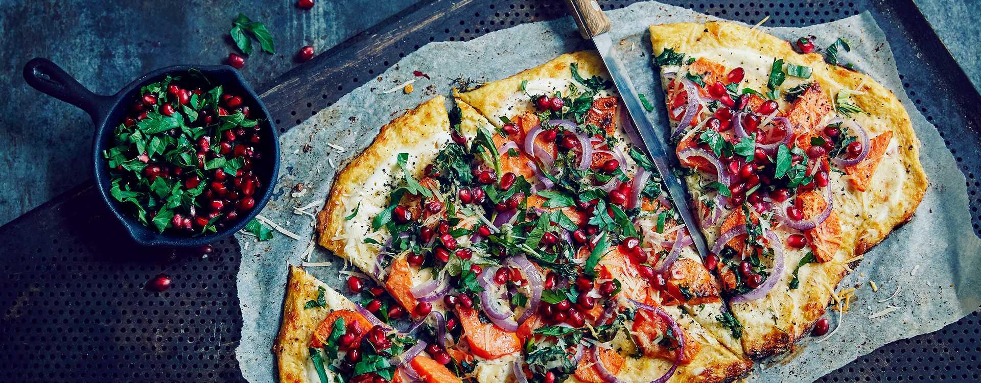 Pizza med blomkålbunn og vegetartopping