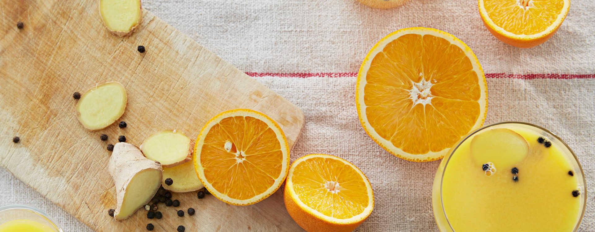 Varm appelsindrikk med ingefær