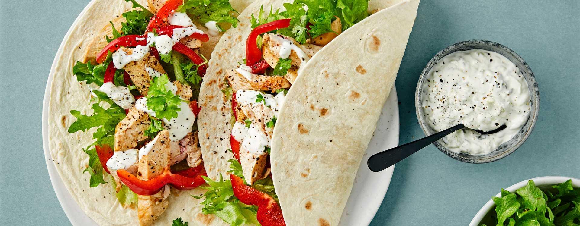 Wrap med kyllingfilet, Tzatziki og Isberg mix