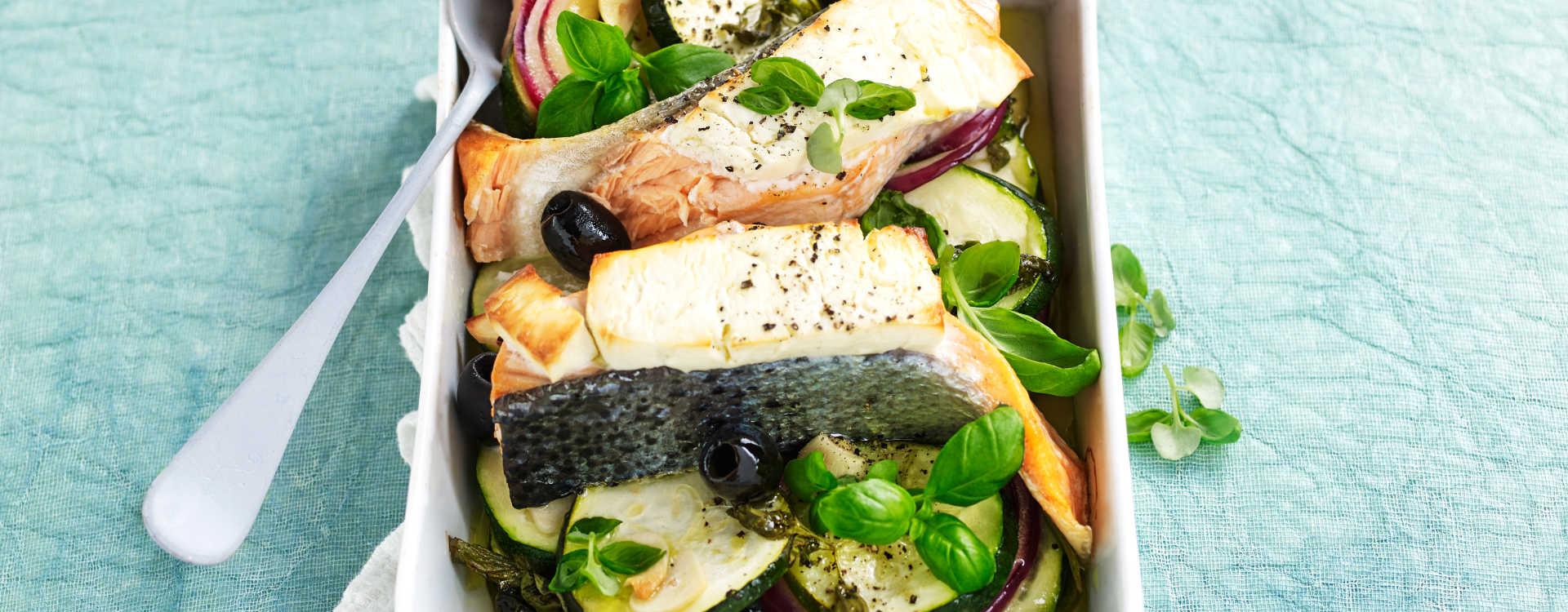 Fetaostbakt laks med squash og oliven