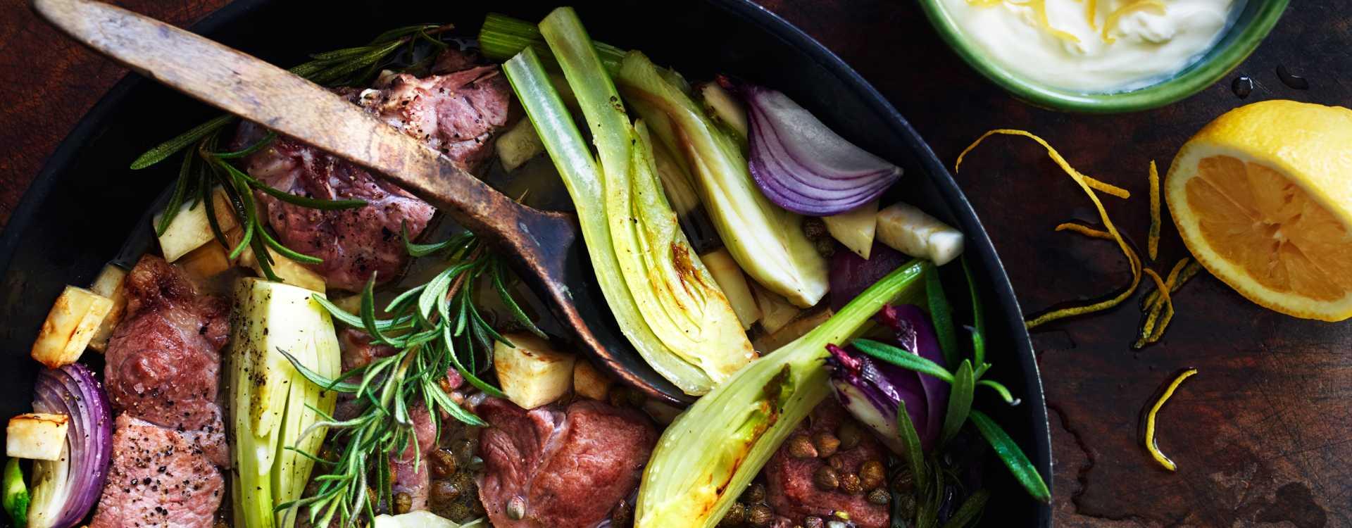Grytestekt nakkekotelett med fennikel, kapers og sitronmascarpone