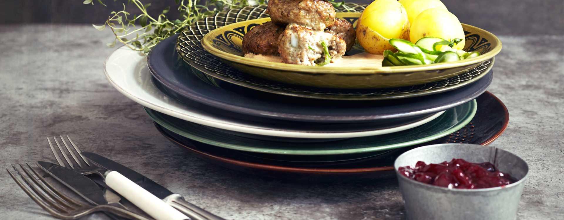 Tinas kjøttboller med fløtesaus og persilleagurk