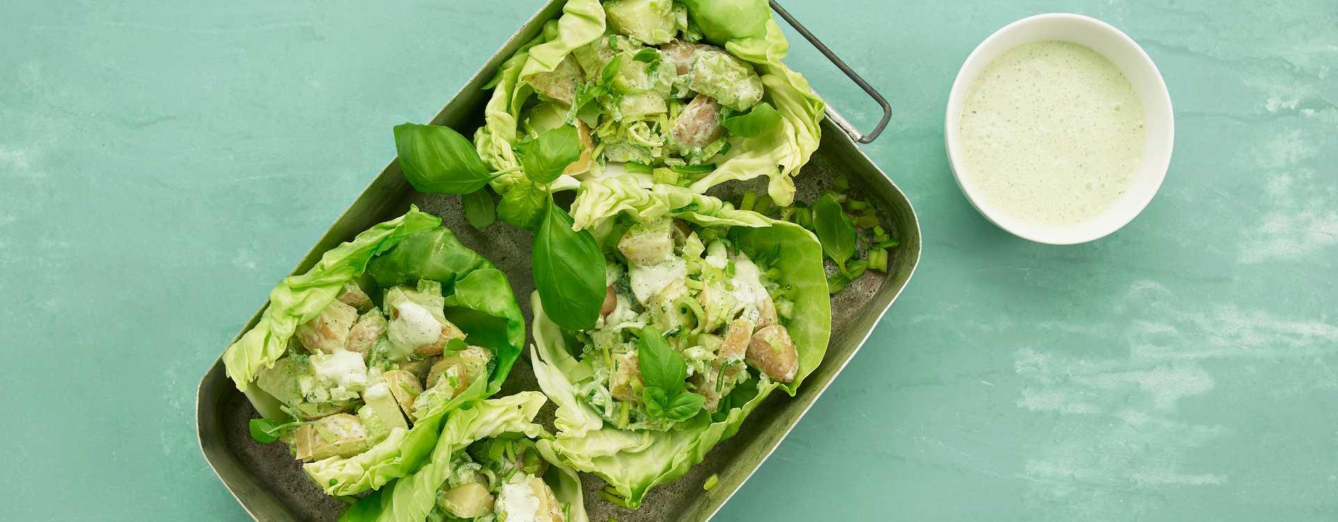 Kålkurver med potetsalat, basilikum og limesaus