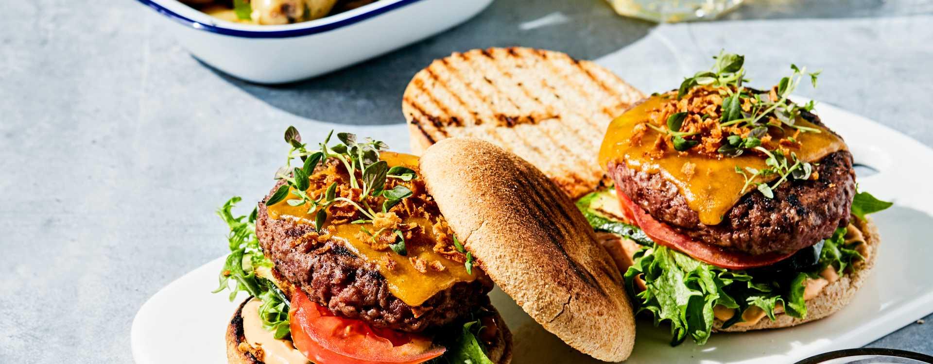 Baconburger med ovnsbakte poteter