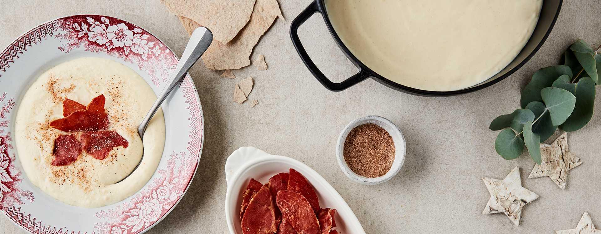 Rømmegrøt med sprøstekt spekeskinke