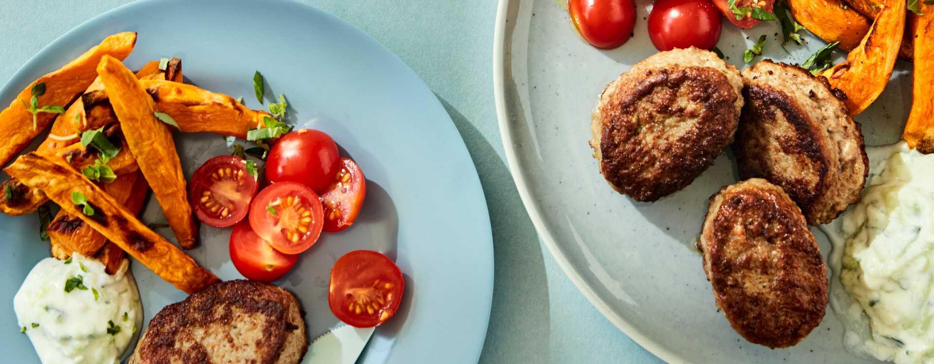 Kjøttkaker med søtpotetstaver og tzatziki