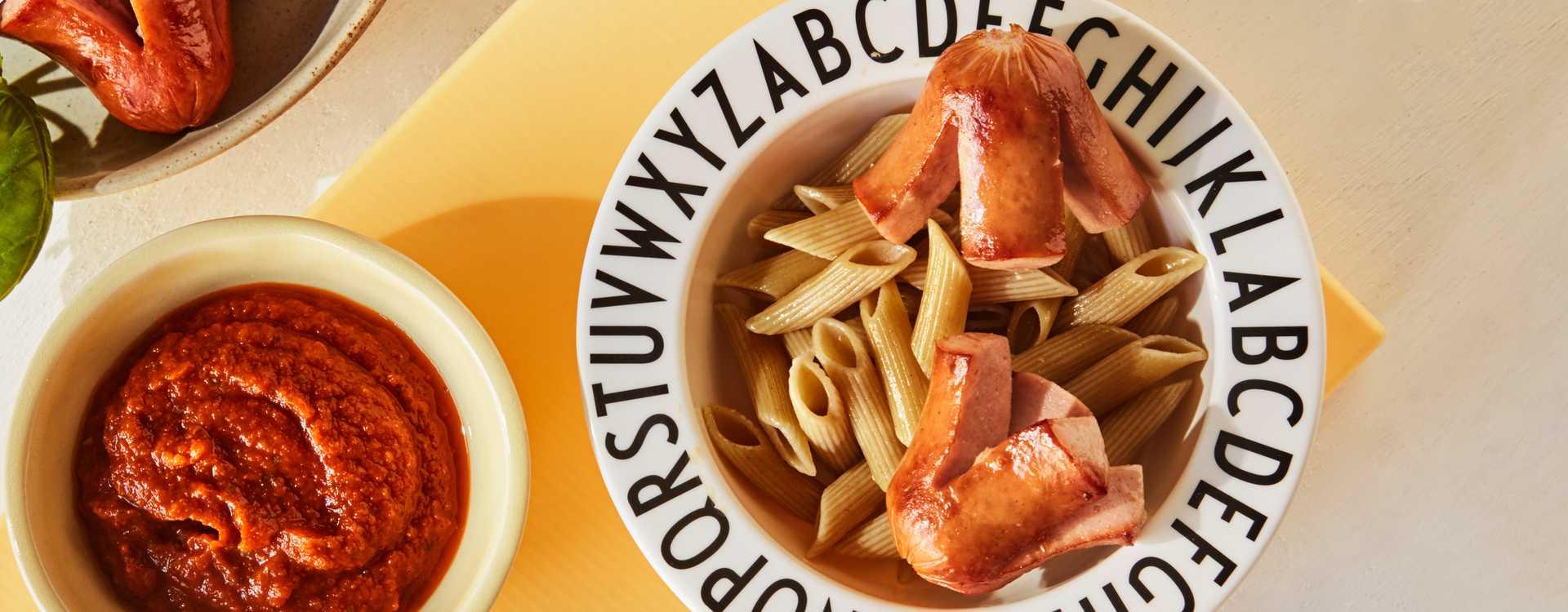"""Pasta med """"blekksprutpølser"""" og tomatsaus"""