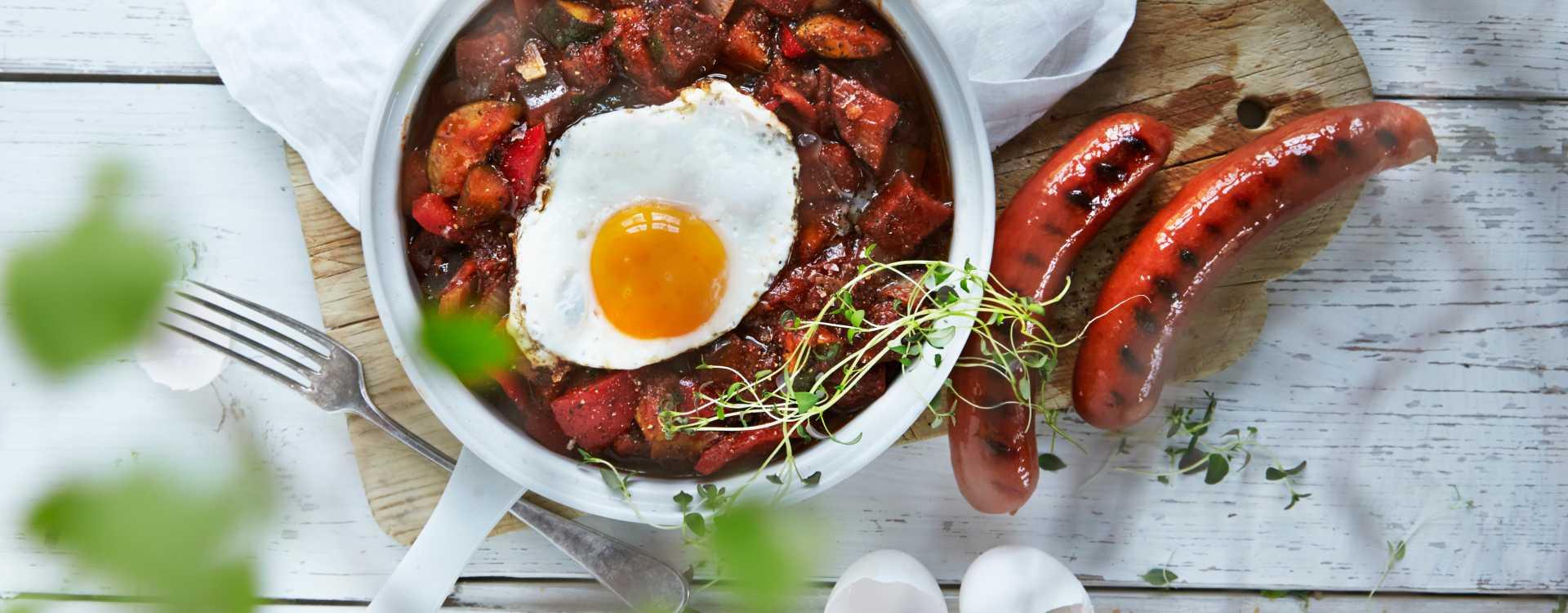 Ratatouille med egg og Bratwurst