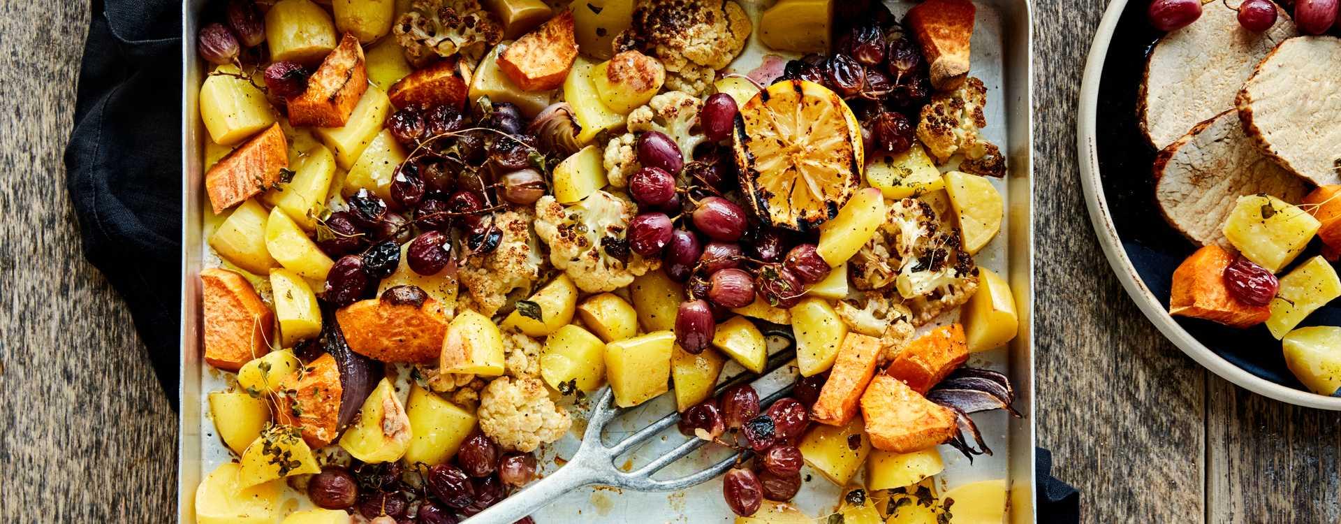 Ytrefilet av svin med ovnsbakte rotgrønnsaker og bakte røde druer