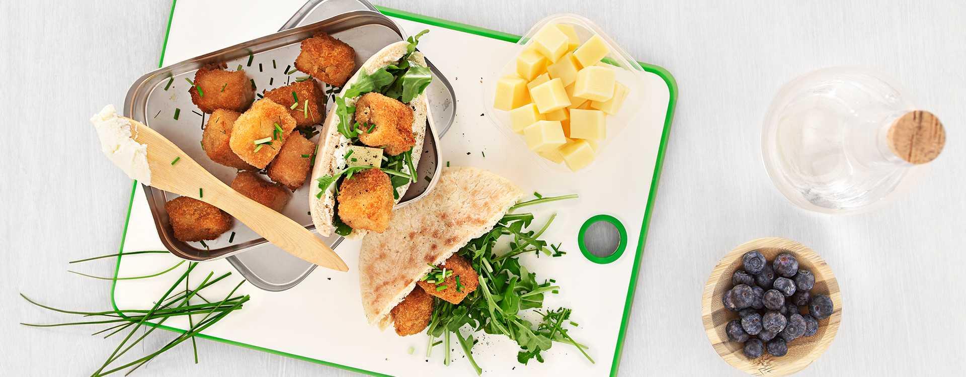 Pitabrød/wrap med salat, snøfrisk og torskenuggets