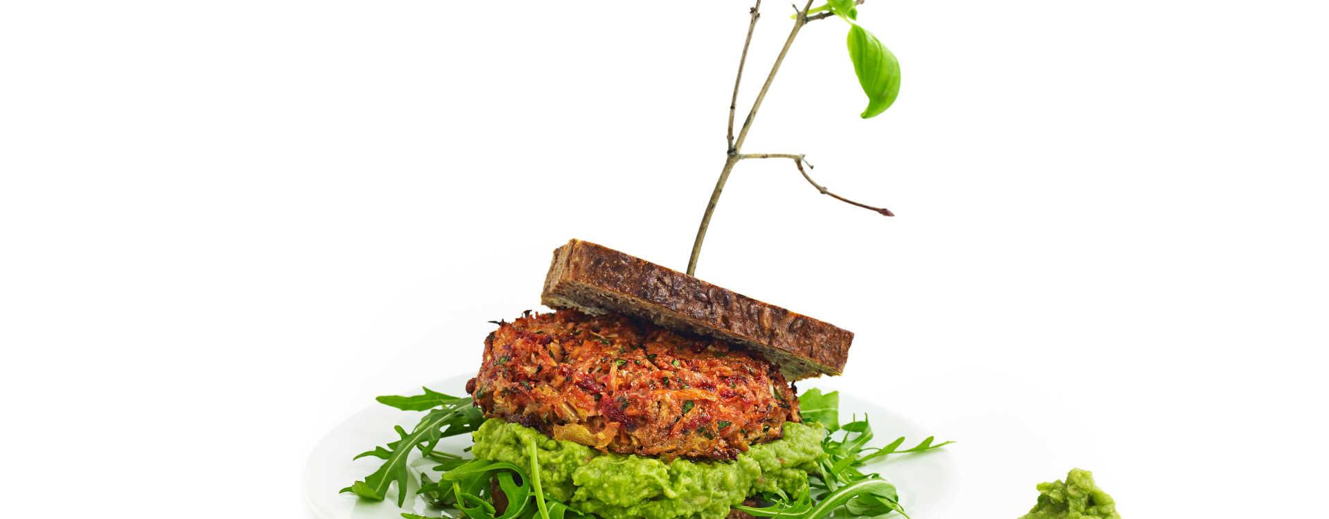 Grønnsaksburgere på rugbrød md limeaioli