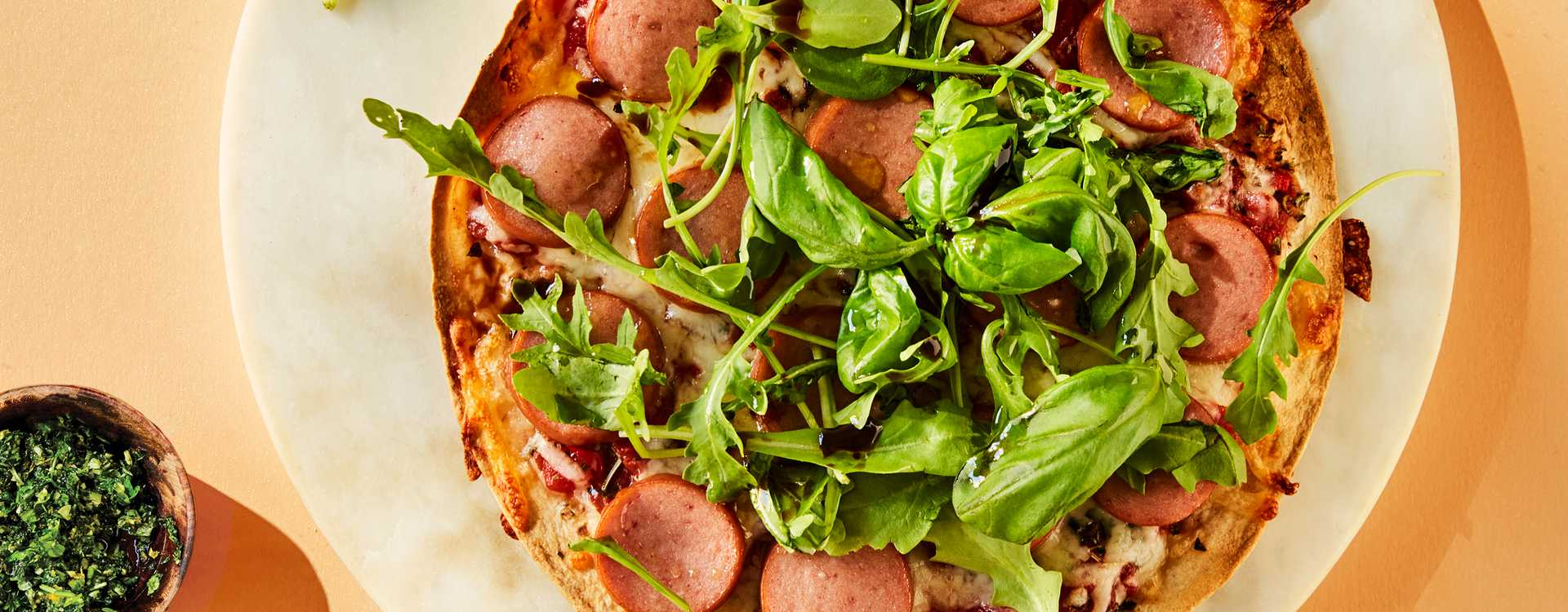 Tortillapizza med kjøttpølser