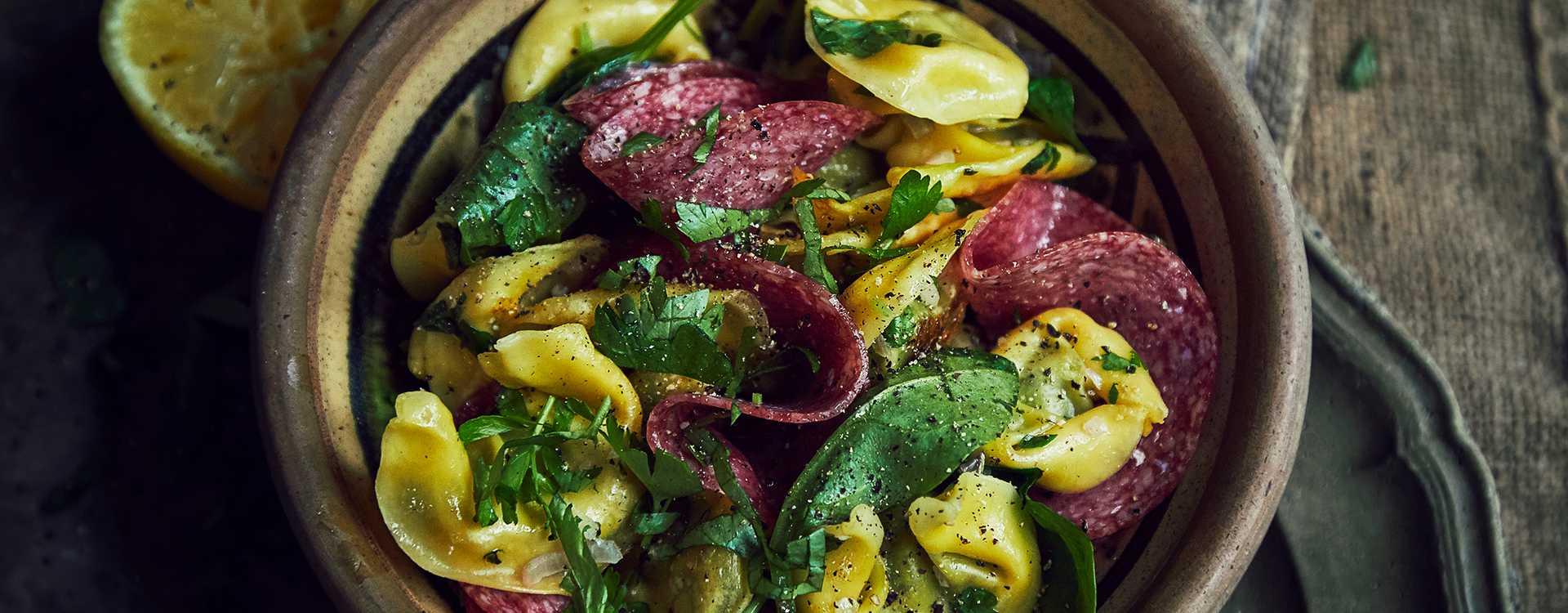 Tortelloni med spinat og salami