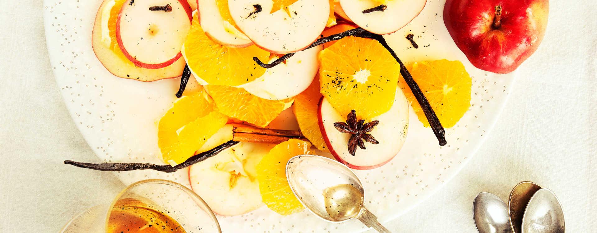 Frisk frukt med julesirup og råkrem