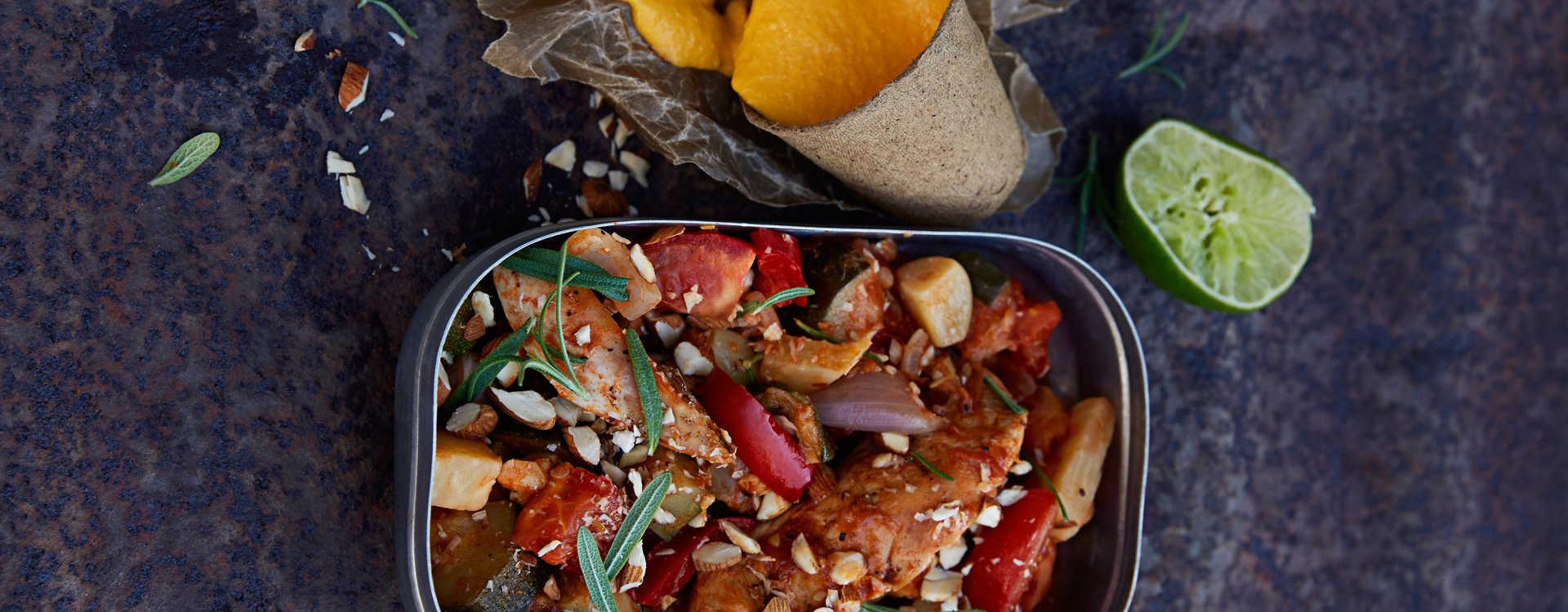 Krydret grønnsaksgryte med kalkunfilet og søtpotet-aioli