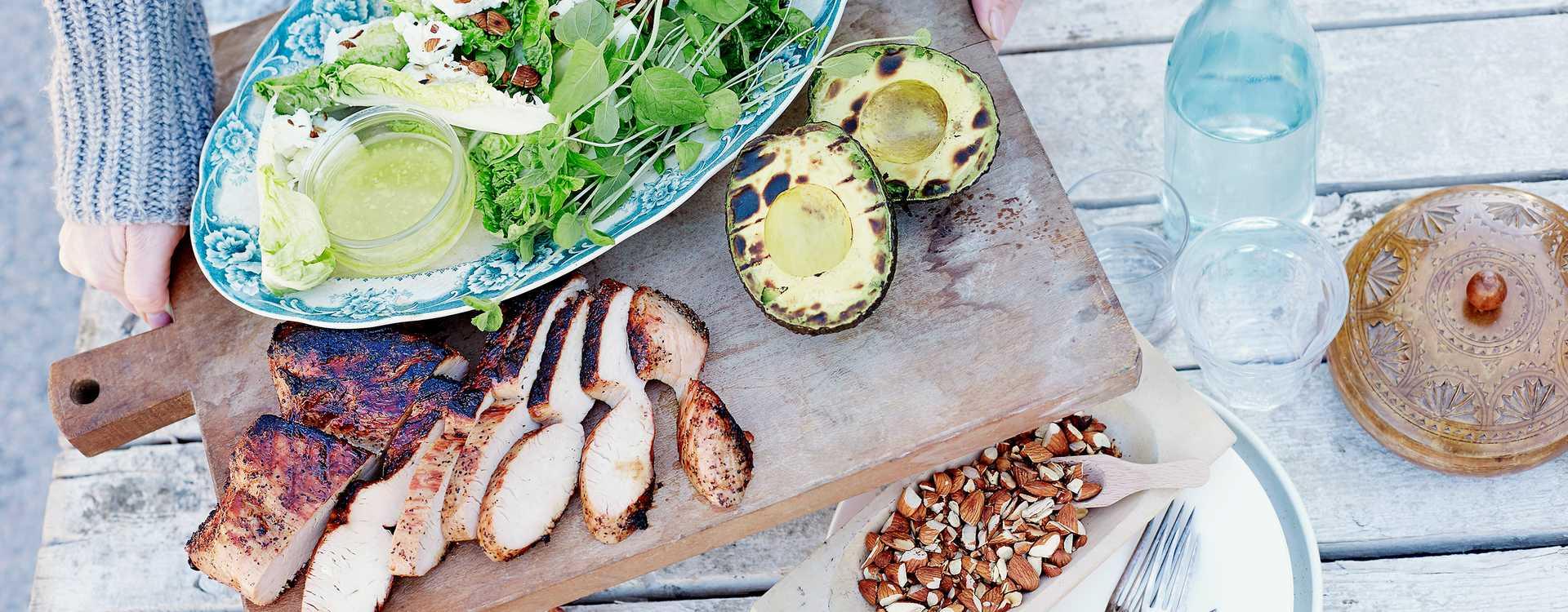 Grillet kalkunbryst med avokado, Chèvre og mandler